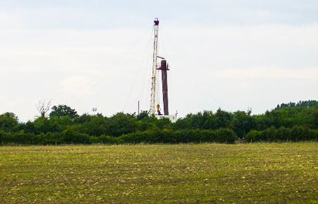 Drilling rig on fracking site near Kirby Misperton. © Phil Catterall